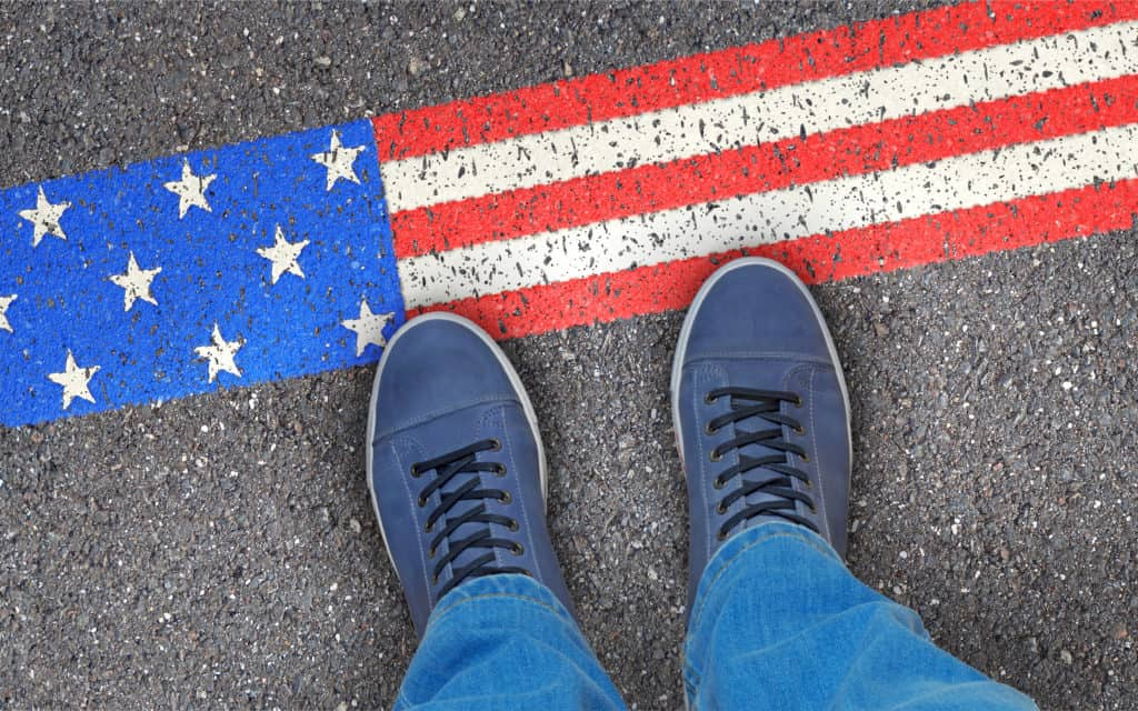 USA, Reise, Urlaub, Visum, FernwehElixir, Flagge als Grenze auf Boden